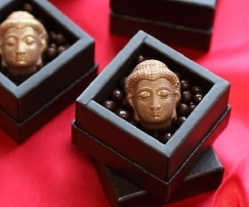 <center><b>В Японии выпустили шоколад в форме головы Будды</center></b>