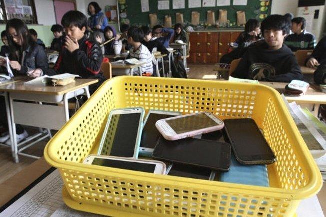 <center><b>В Корее туристам раздают мобильники</center></b>