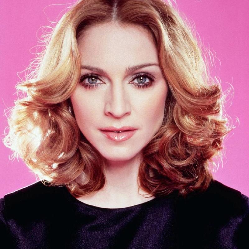 <center><b>Мадонна похвасталась волосами дочери</center></b>