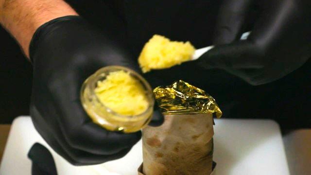 В Санкт-Петербурге начались продажи шавермы с золотом