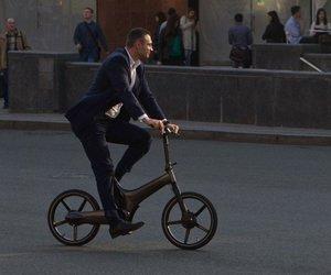 <center><b>Кличко ездит на велосипеде</center></b>