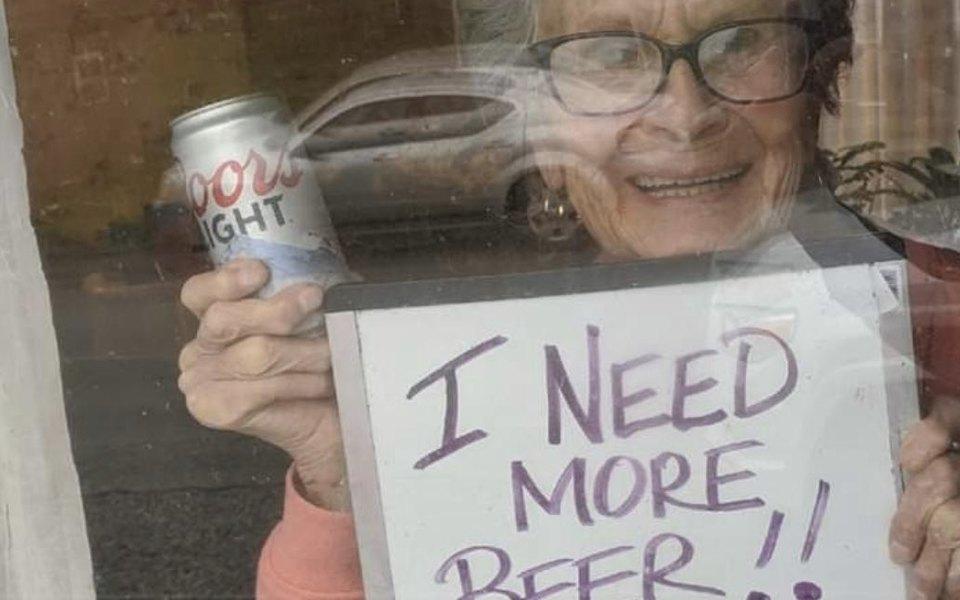 Американская пенсионерка попросила еще пива и получила 10 ящиков