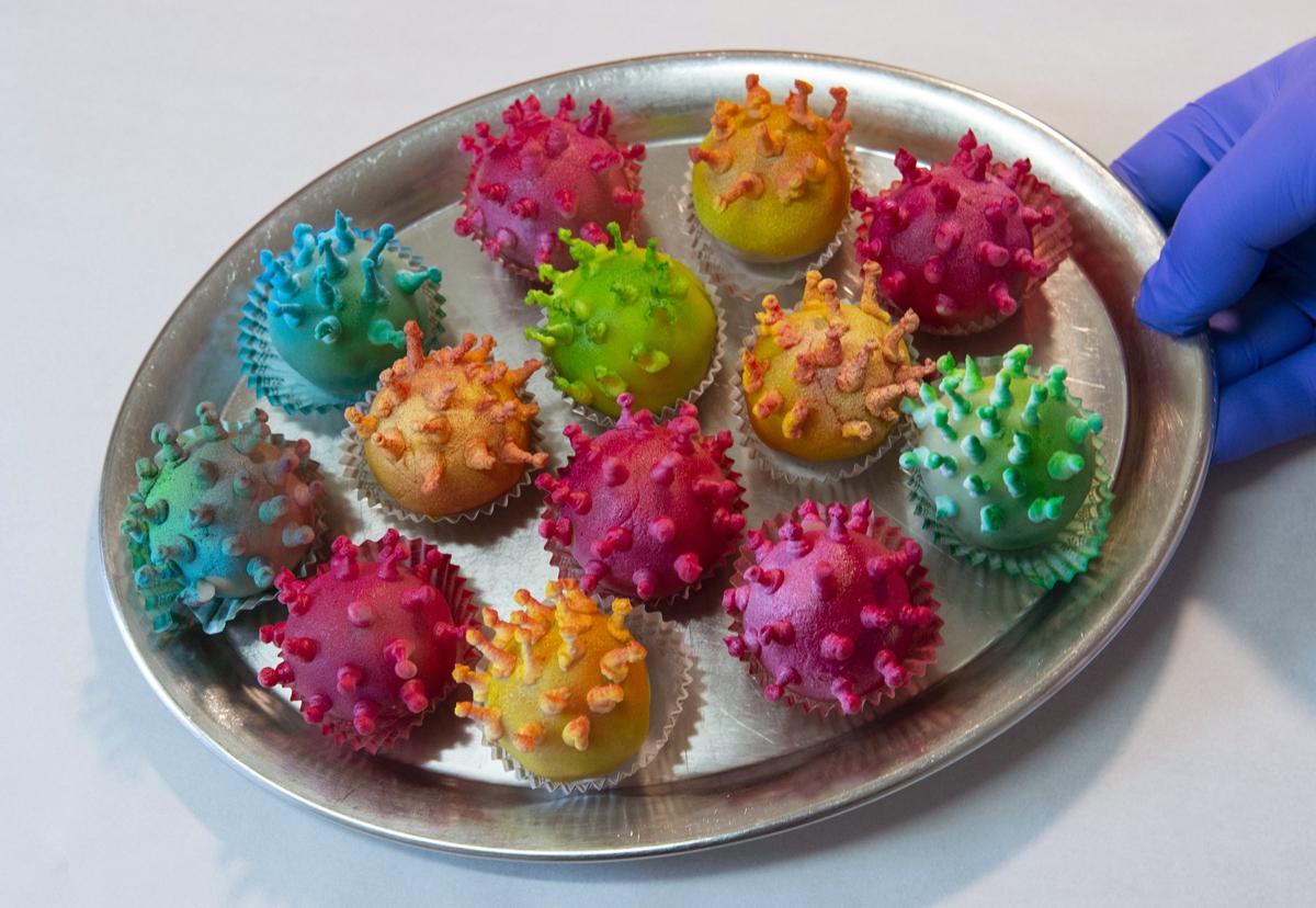 Пирожные в форме коронавируса вызвали ажиотаж в Таиланде
