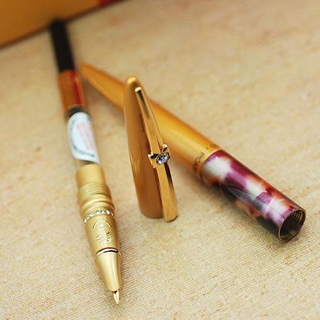 <center><b>Золотую ручку продают за миллион долларов</center></b>