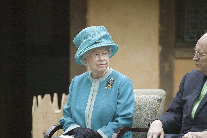 Королева Елизавета II бросила пить
