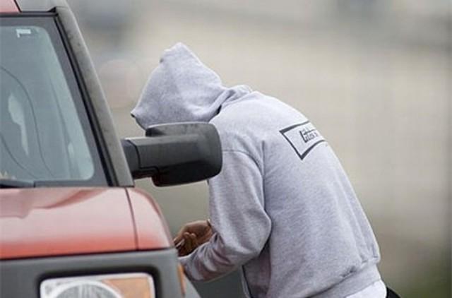 <center><b>Мужчина встретил жену из роддома на краденой машине</center></b>